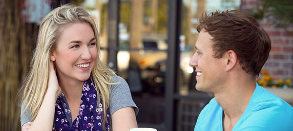 woman-and-man-at-a-coffee-shop